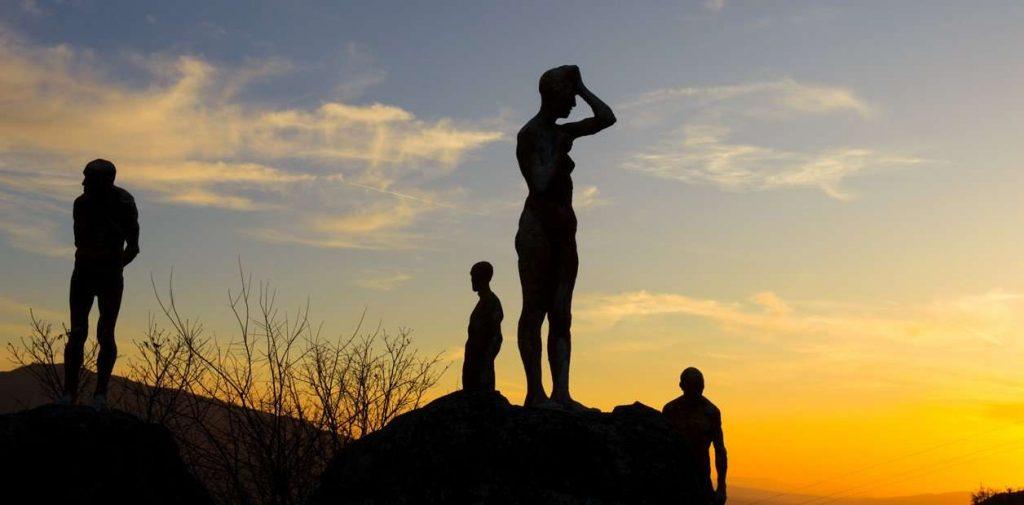Las Estatuas En Homenaje A 6Kw0 6Gq6 1256X620 1